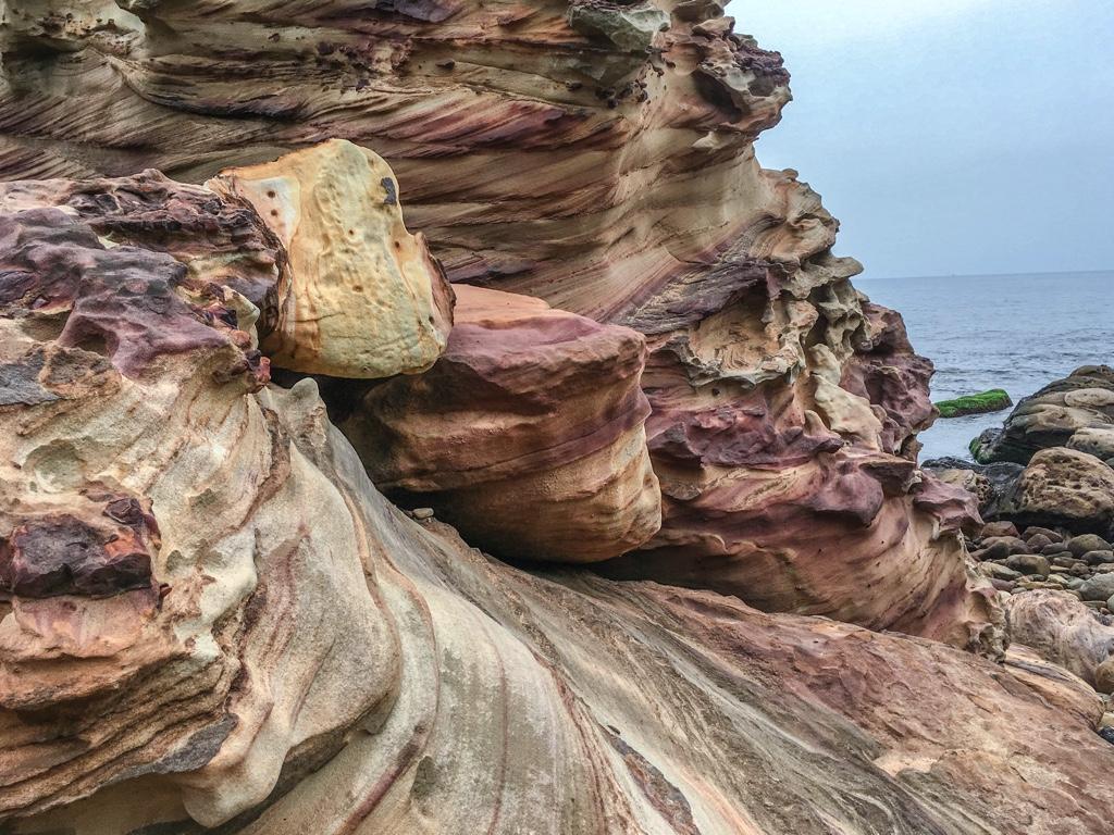 侵食された岩