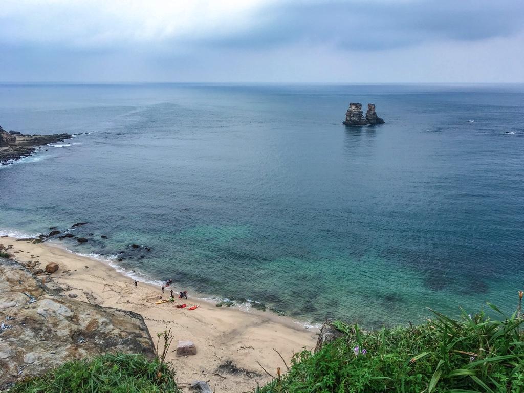浜辺と燭台雙嶼