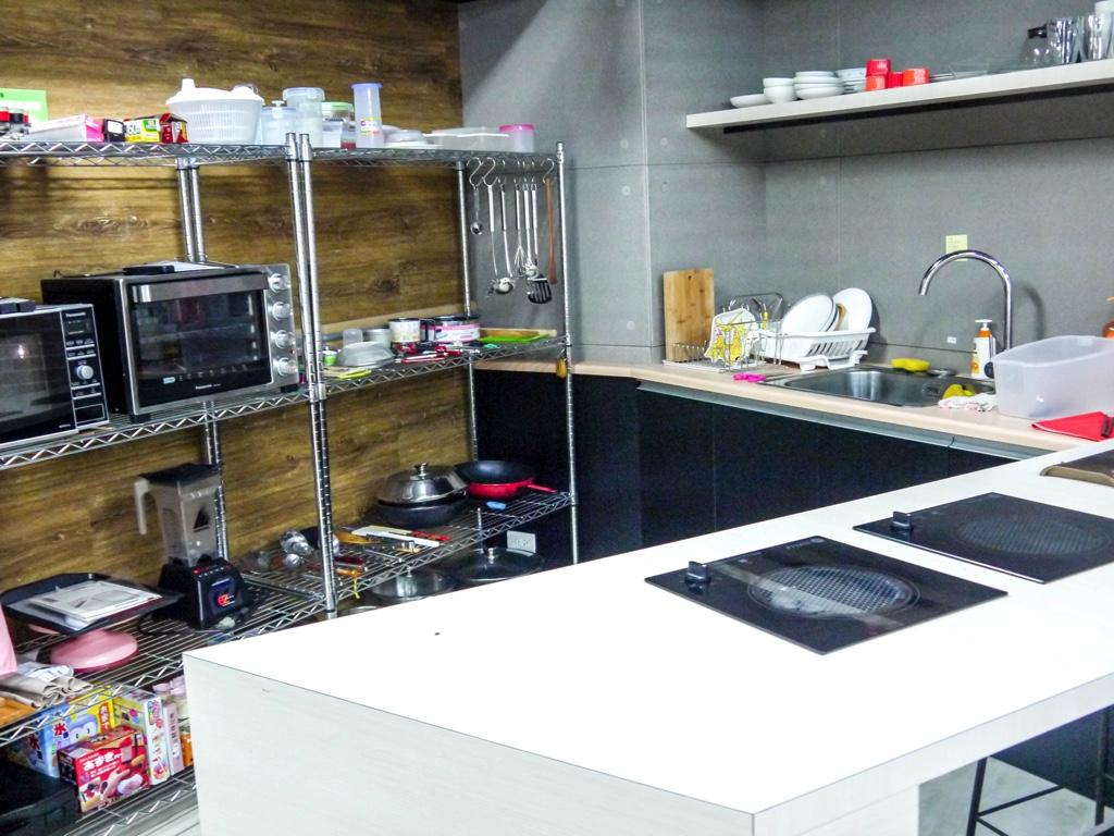 撮影スタジオの中のキッチン