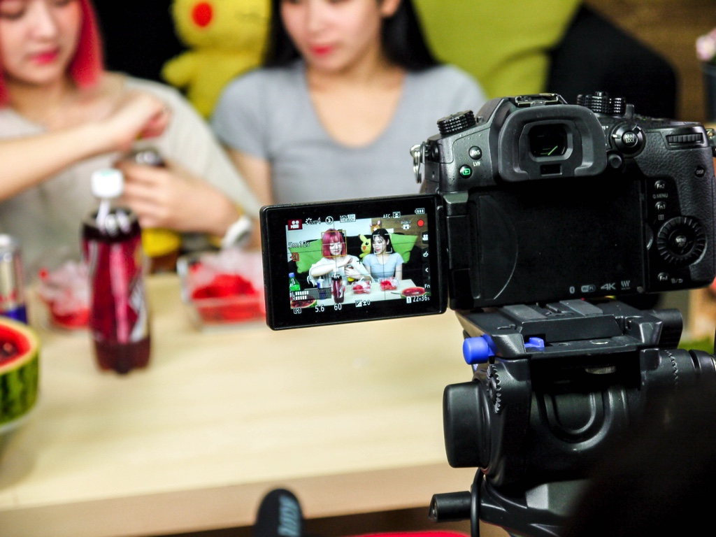 動画撮影中のカメラ