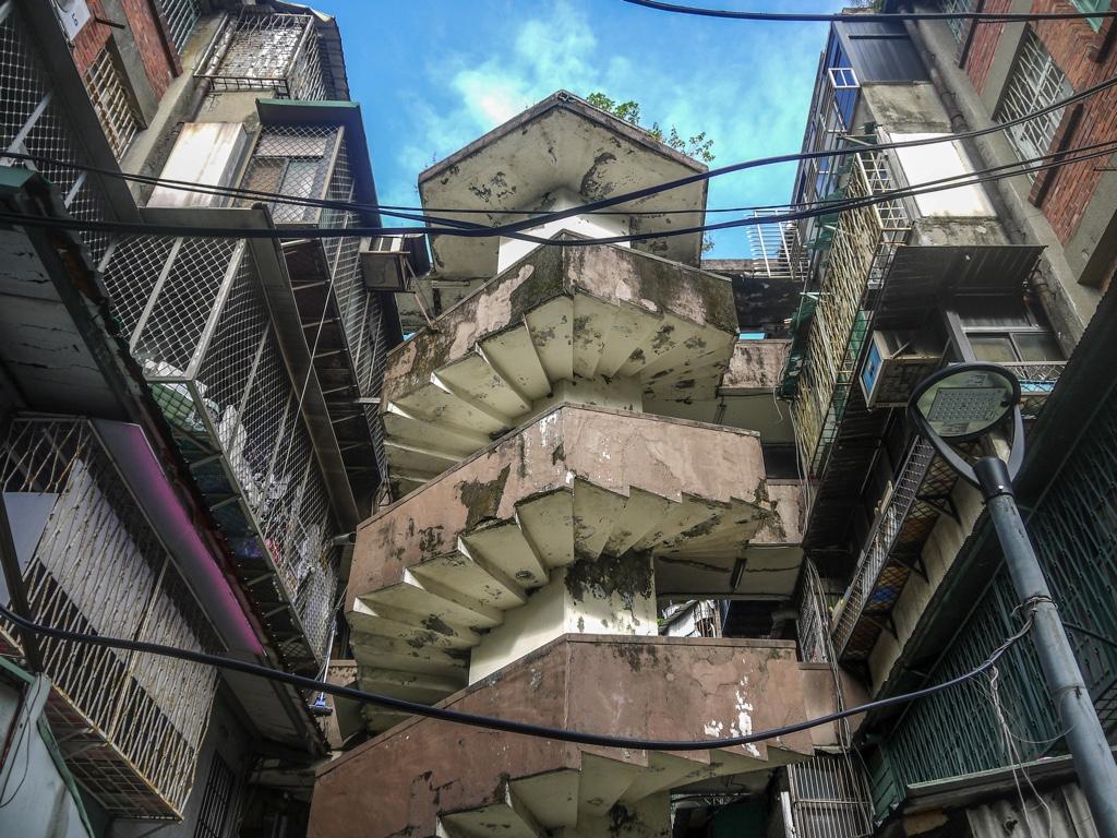 南機場公寓第三期の螺旋階段