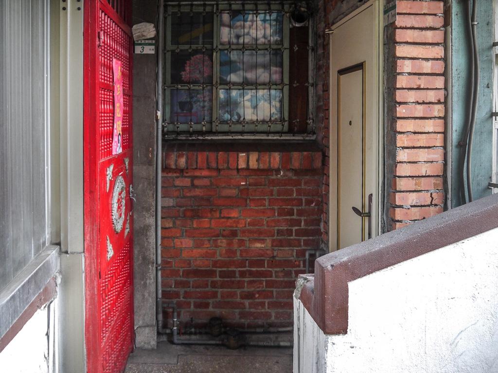 南機場公寓第一期の各住戸の扉