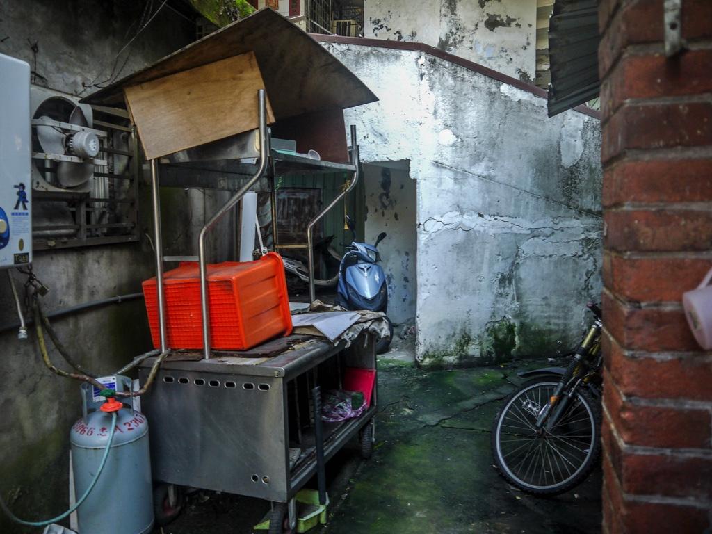 南機場公寓第三期内部に置かれた屋台設備