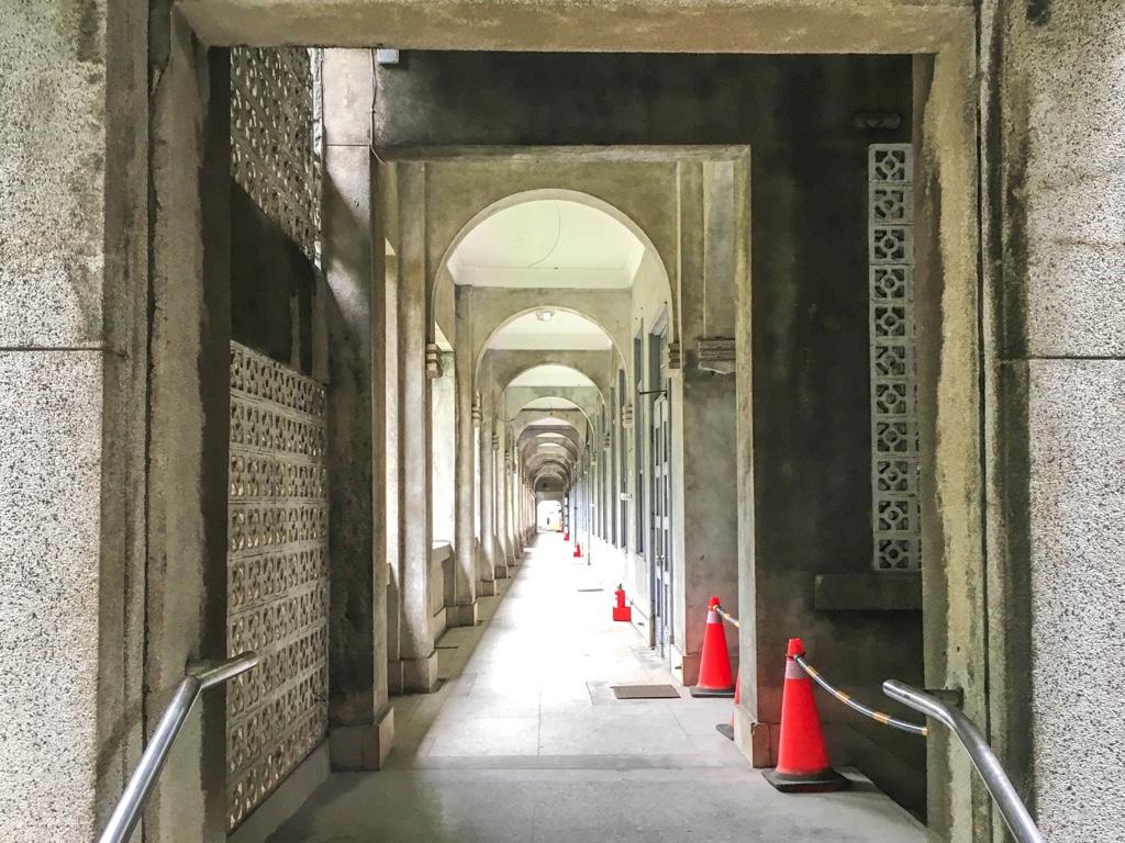 台北鉄道工場総合事務所の廊下