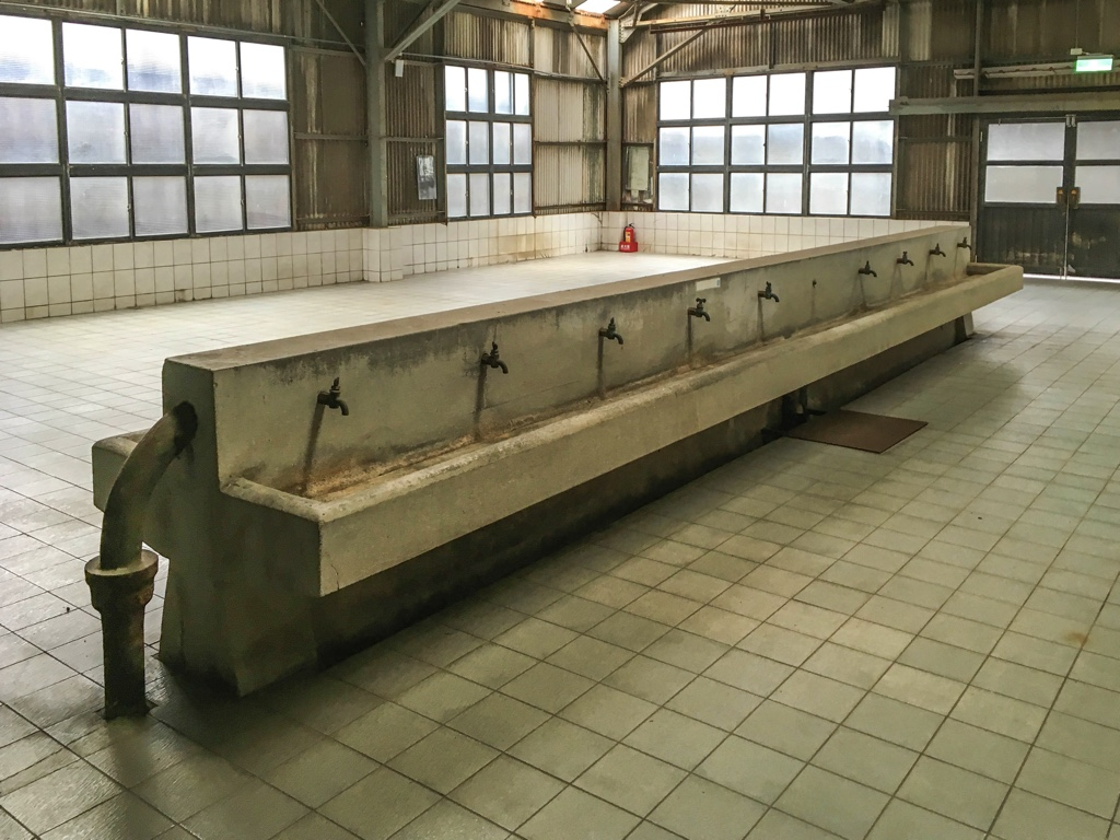 社員大浴場の手洗い場