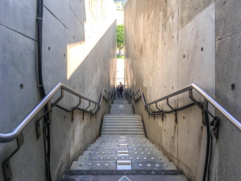 新北市立十三行博物館の階段02