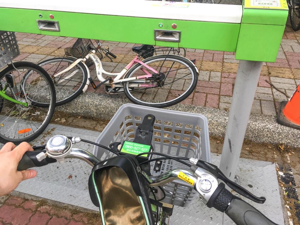 T-Bikeを引き出している様子