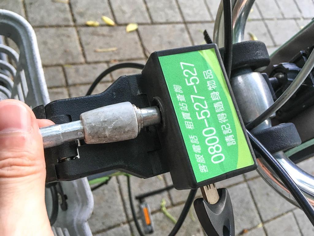 T-Bikeに挿入されるワイヤーロック