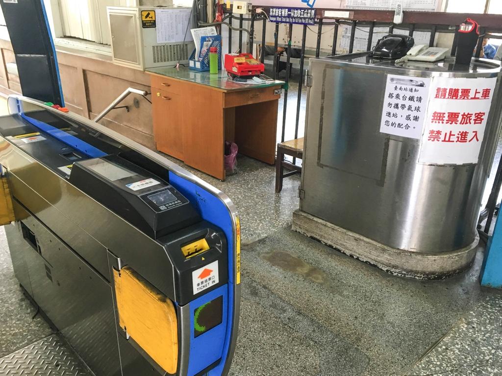 台南駅の改札