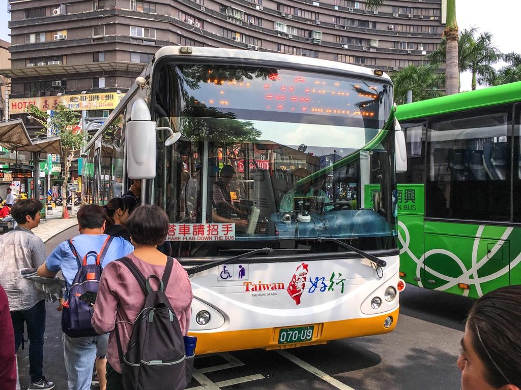 台南の99路線のバス