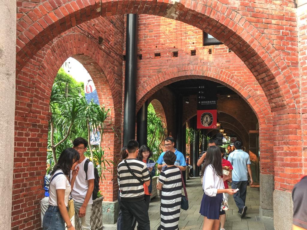 宮原眼科の拱廊