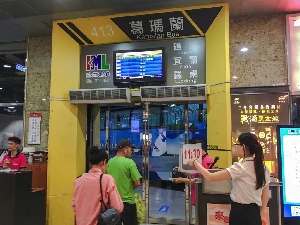 羅東行きバスが到着したバス乗り場