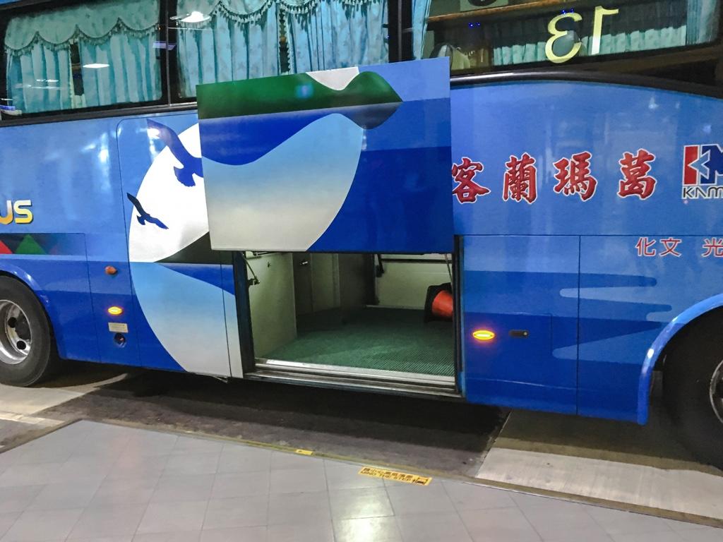 バスの荷物格納庫