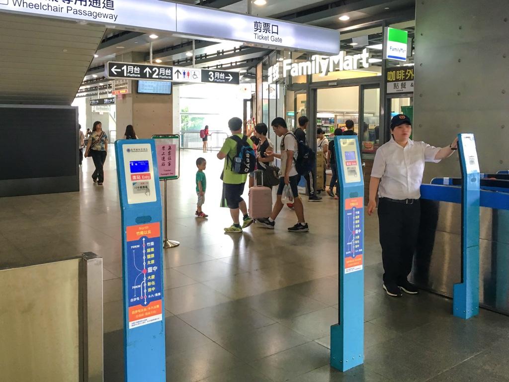 台中駅の改札