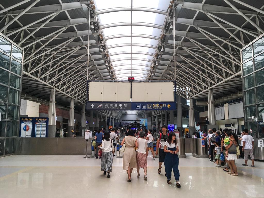 新烏日駅の改札