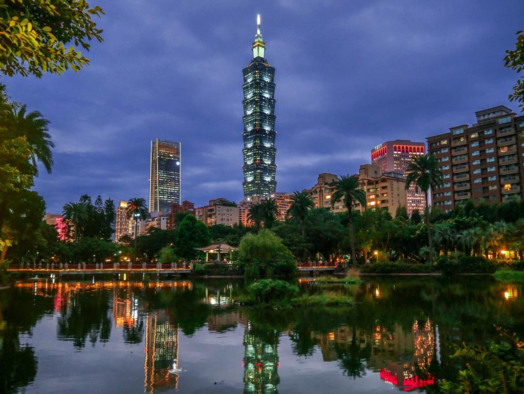 國立國父紀念館の翠湖から見た台北101