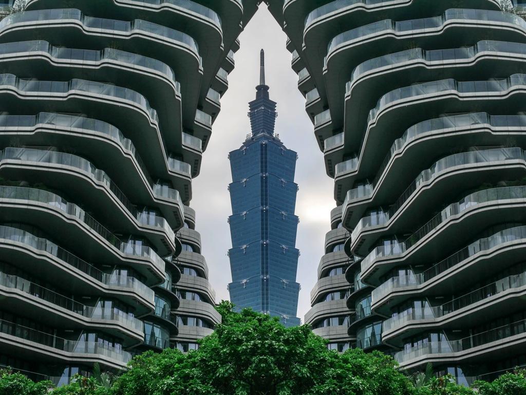 台北101と陶朱隱園の加工写真