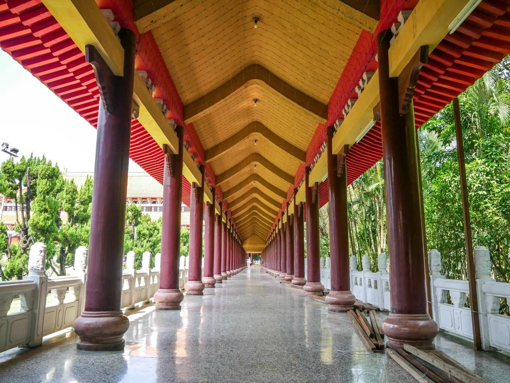 成佛大道脇の回廊