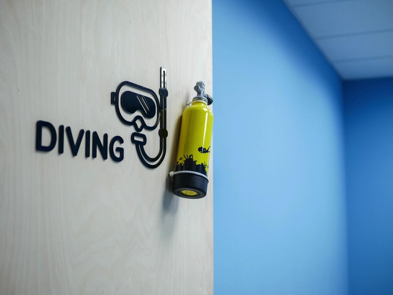 会議室DIVINGの扉