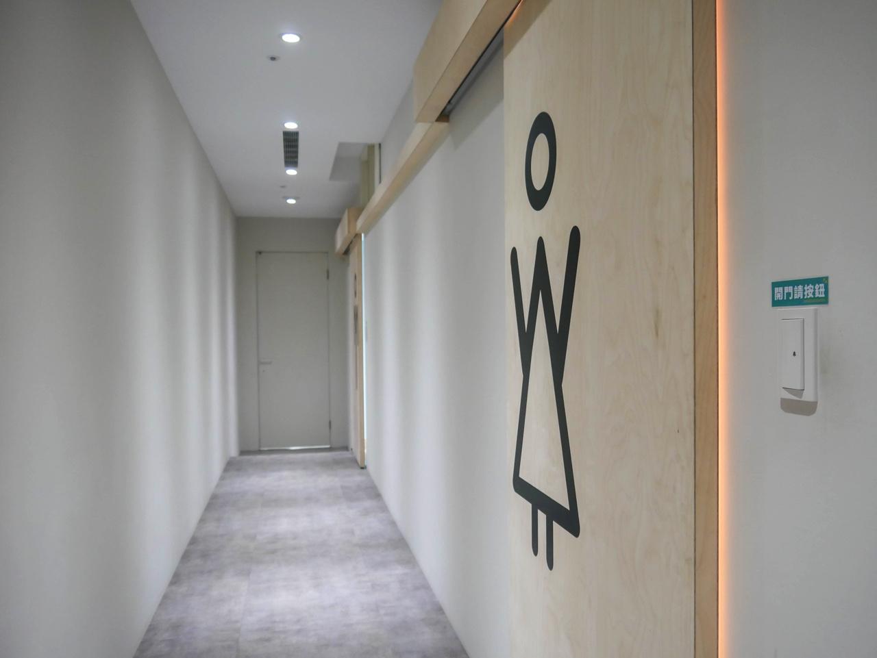 お手洗い前の廊下