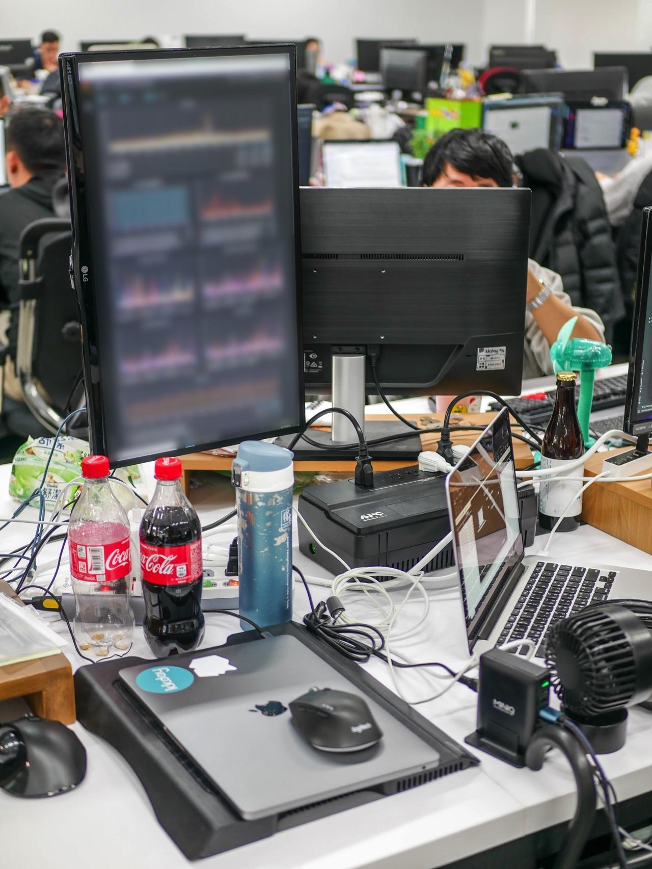デスク上のPC周辺機器