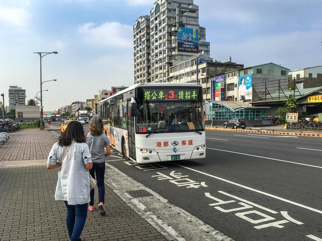 紅3路線のバス