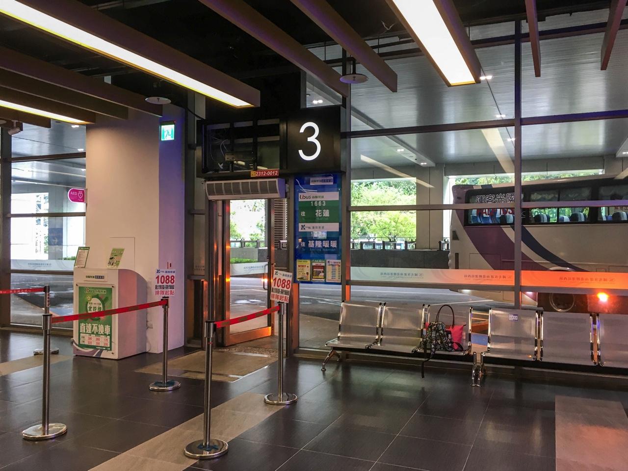南港バスターミナル3番乗り場