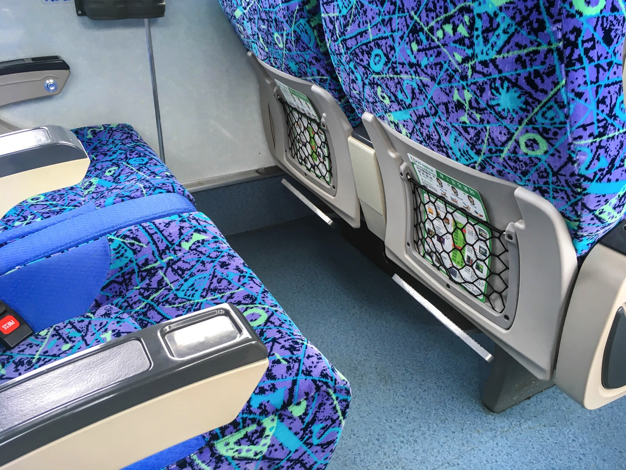 統聯客運バスの各座席足元