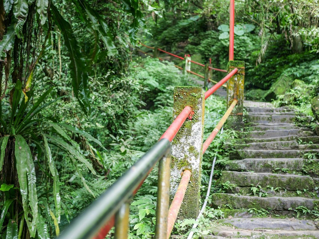 銀河洞越嶺歩道の階段