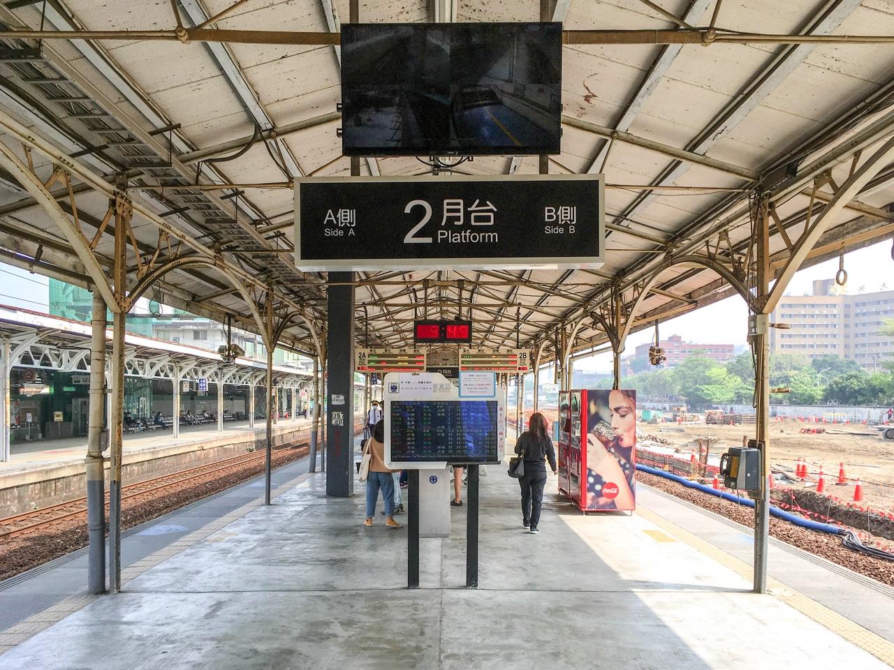 台南駅2番プラットホーム