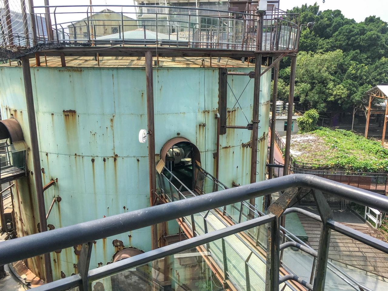 施設の階段