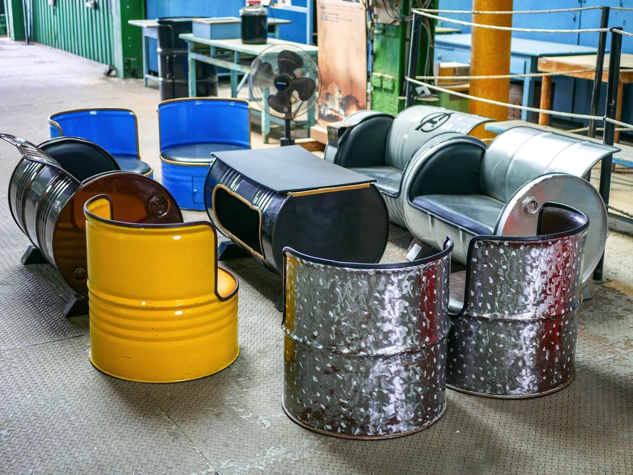 ドラム缶を利用したソファやテーブル