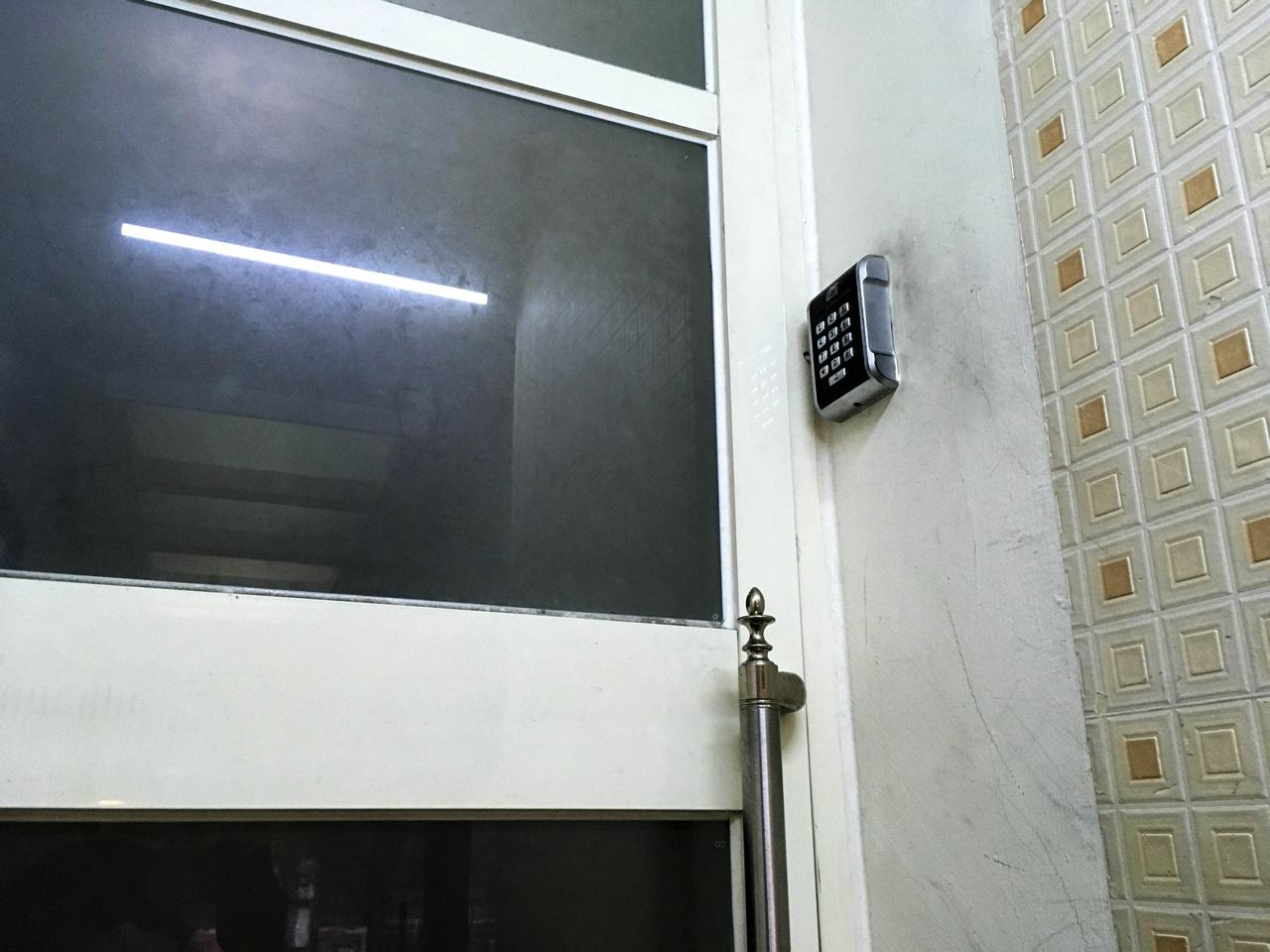 3,4階の住人専用のオートロックドア