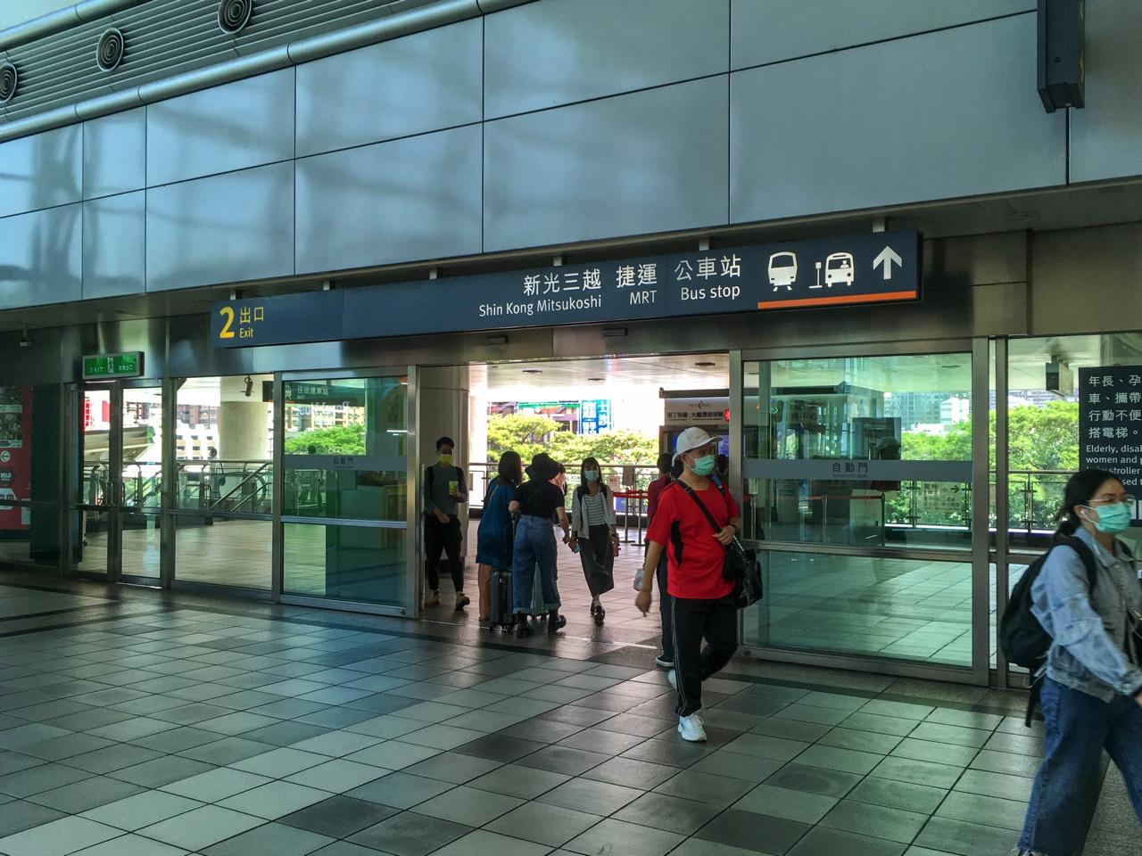 左営駅2番出口