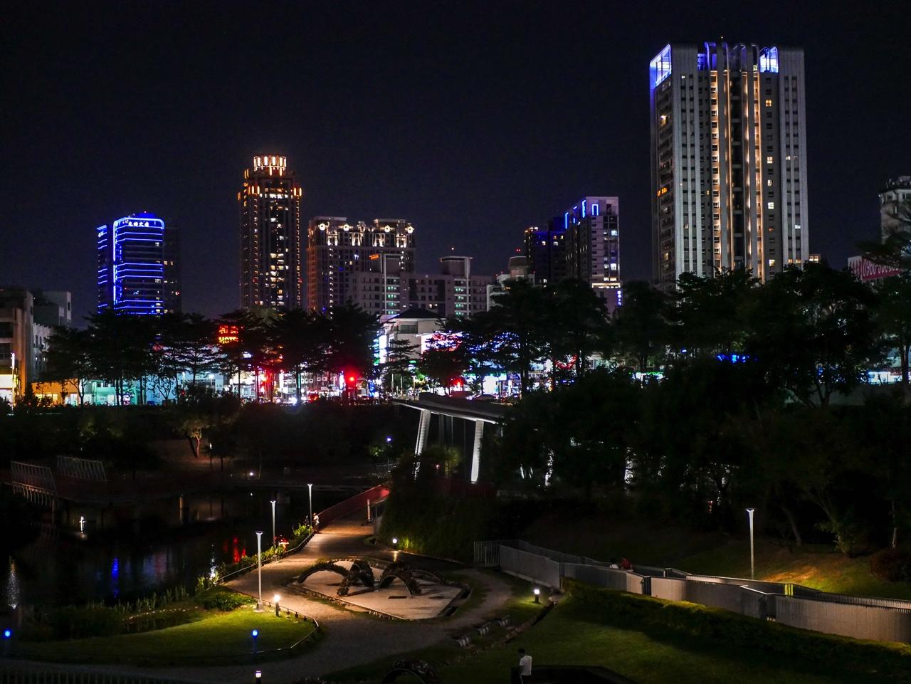 秋紅谷廣場の夜景02