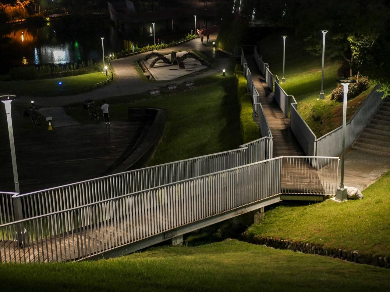 秋紅谷廣場の夜景03