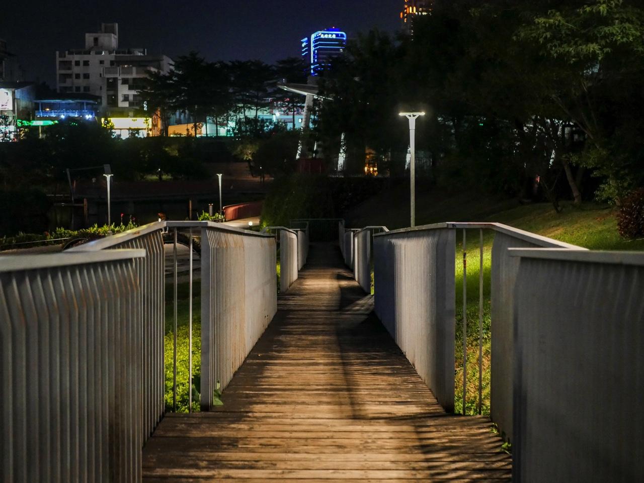 秋紅谷廣場の夜景04