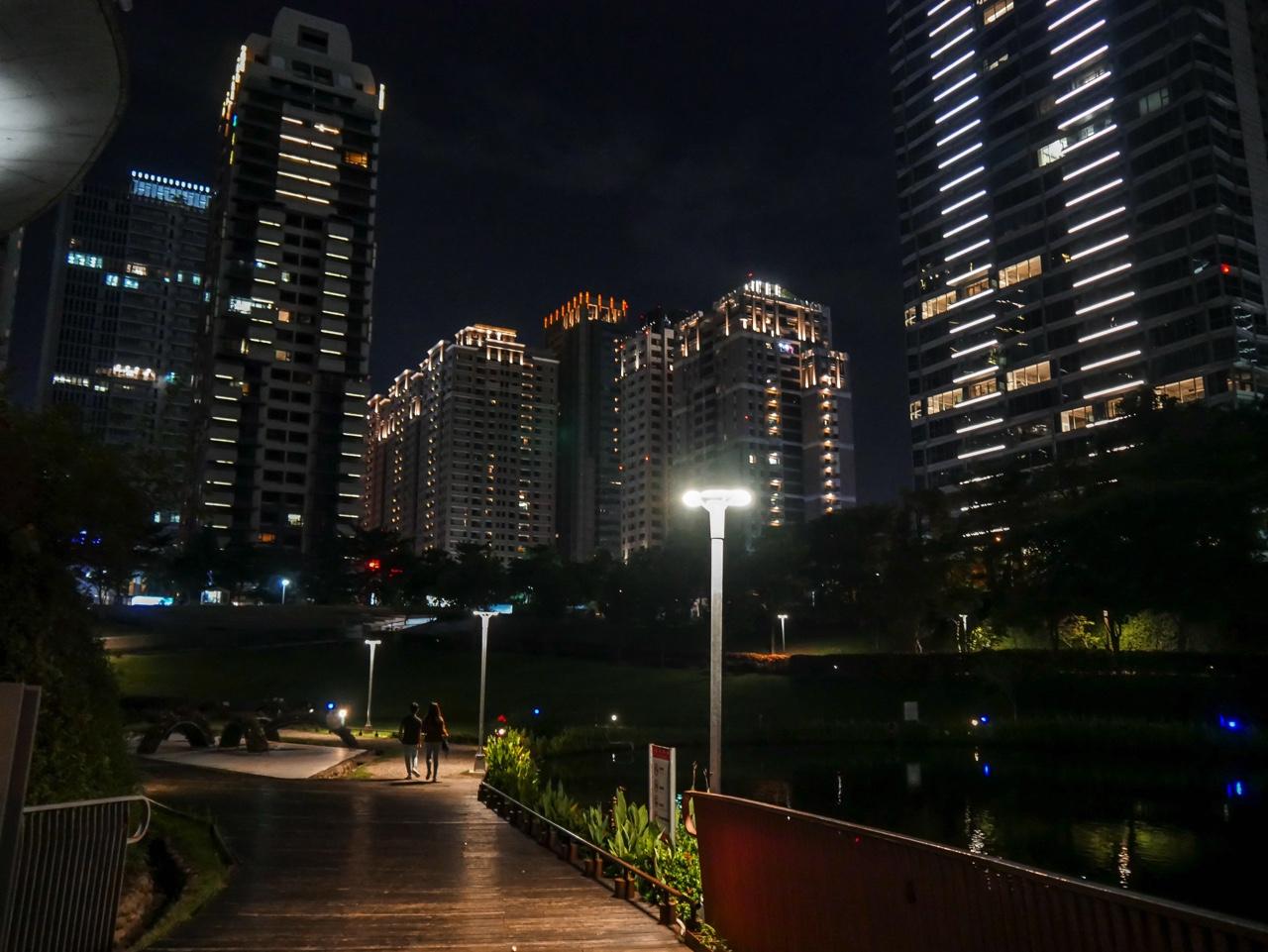 秋紅谷廣場の夜景06