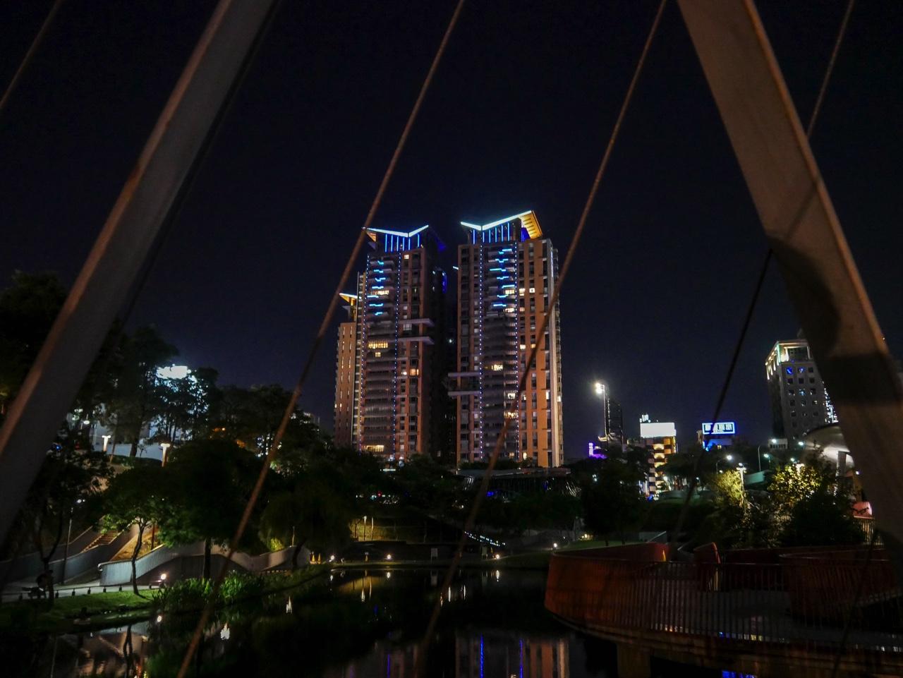 秋紅谷廣場の夜景08
