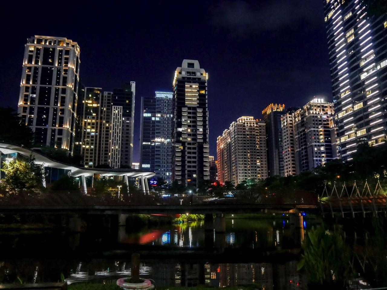 秋紅谷廣場の夜景10