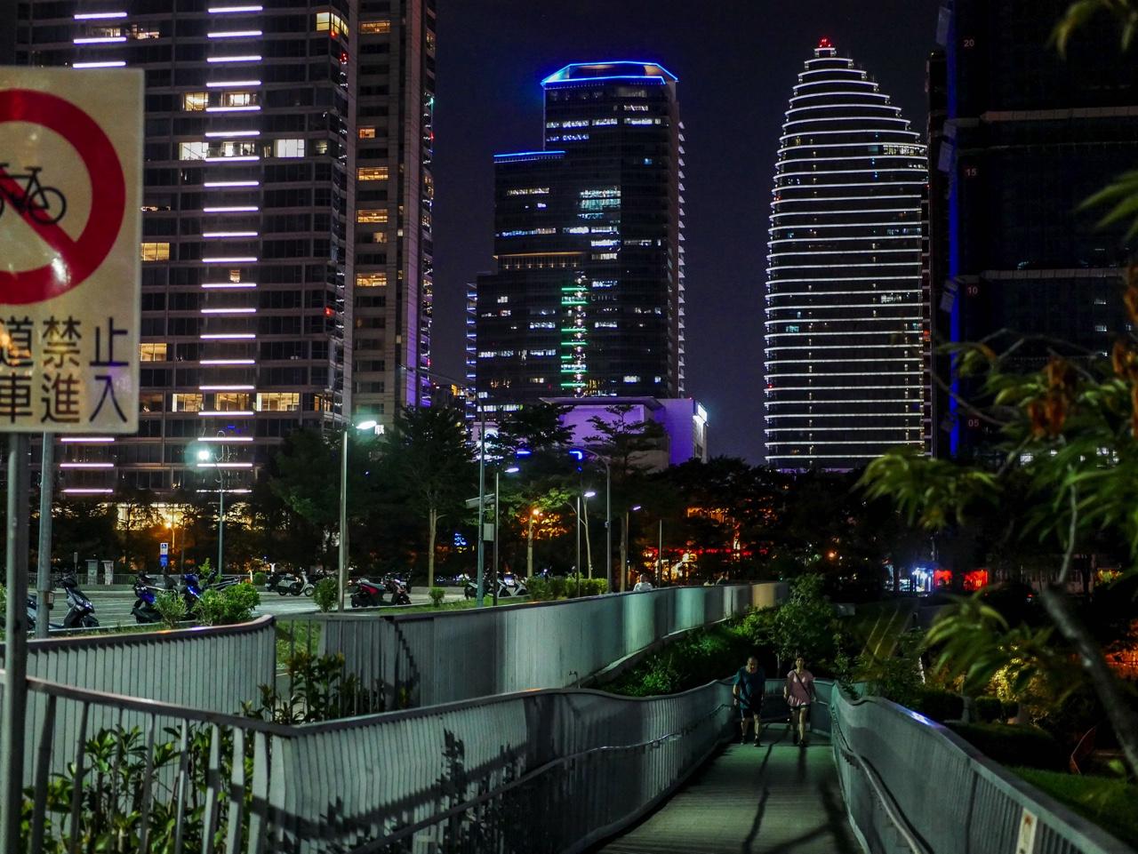 秋紅谷廣場の夜景13