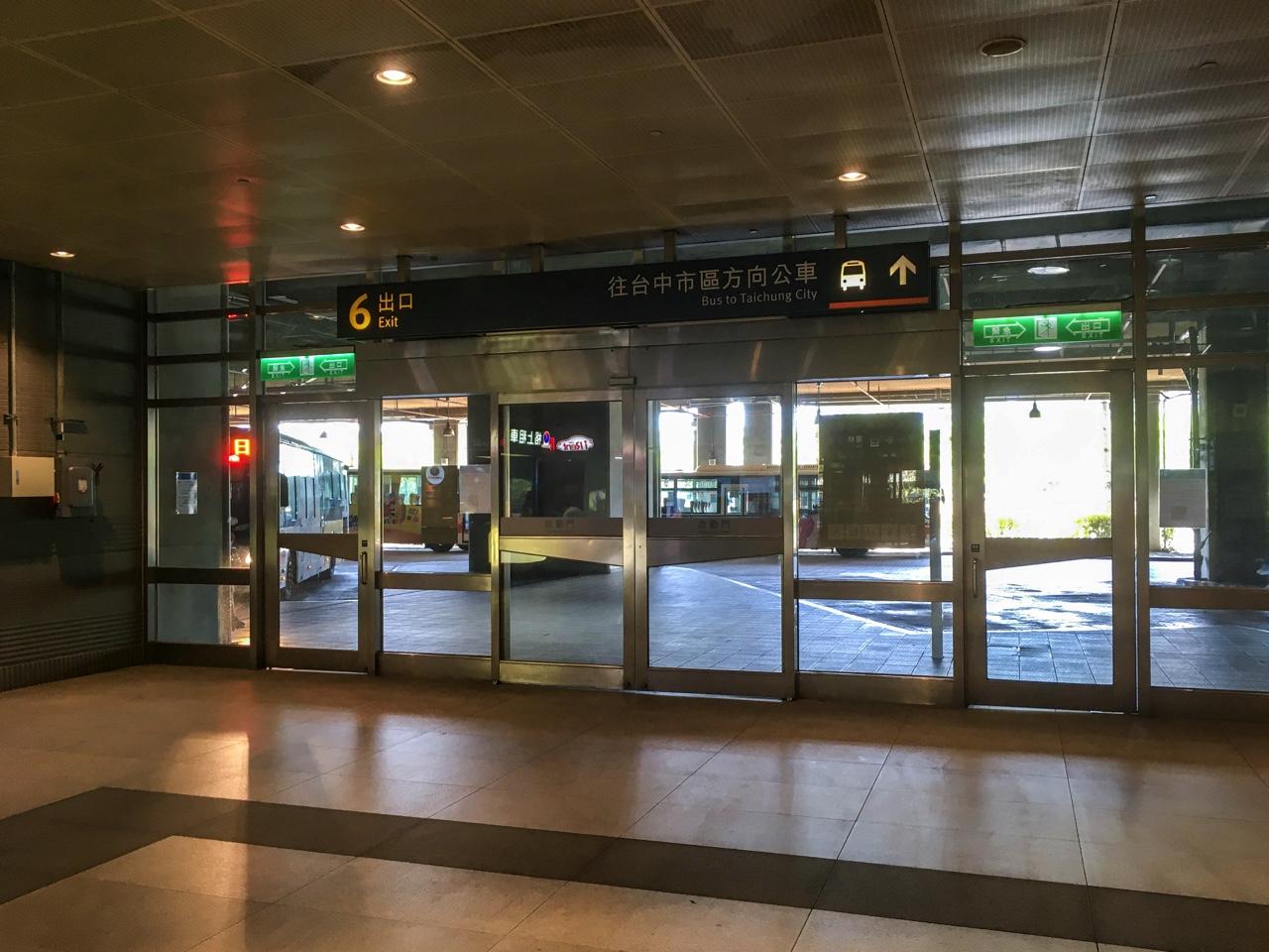台中新幹線駅の6番出口