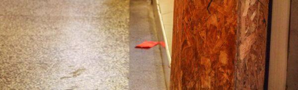 落ちている赤い封筒